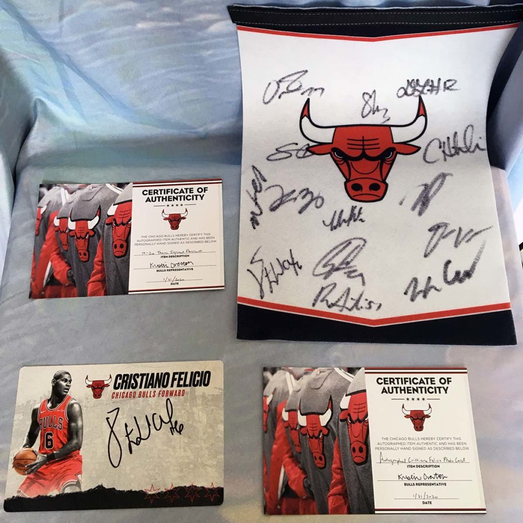 Chicago Bull Team Signed Pennant & Cristiano Felicio Signed Photo Card